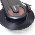 コンパクトでデジタル録音もできる エバリエント ポータブルレコードプレーヤー PT-208E